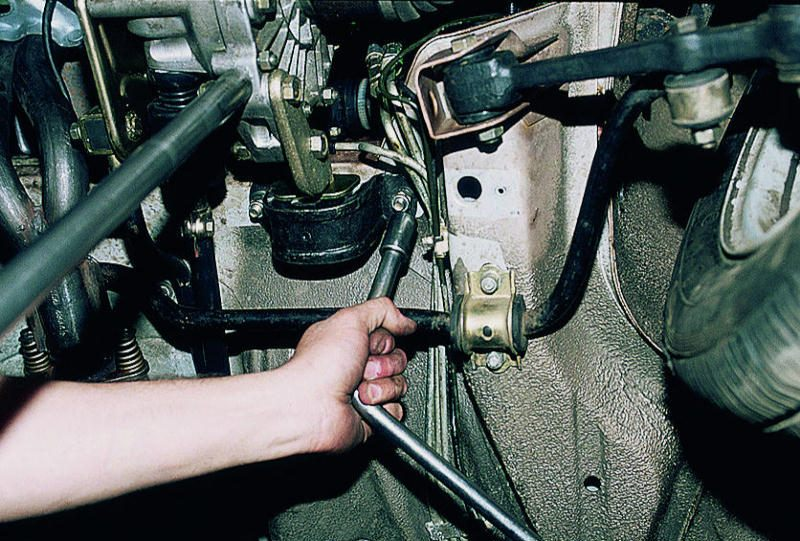 Замена подушки двигателя своими руками