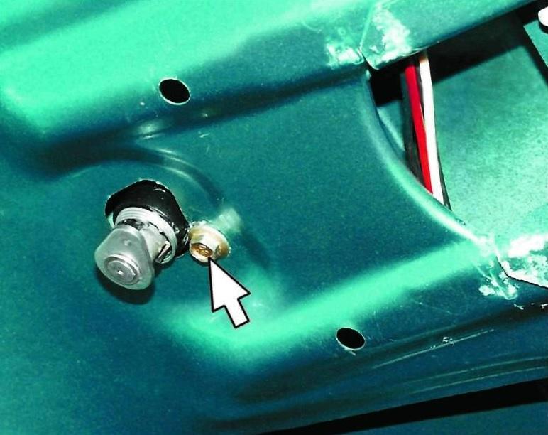 Замена дичинки двери багажника 2