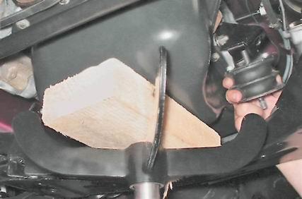 Ставим опору под мотор