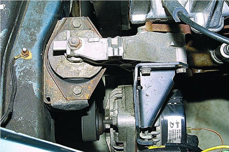 Фото №3 - замена подушки коробки передач ВАЗ 2110