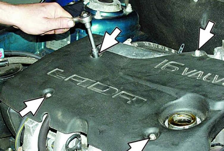 Снятие декоративной накладки двигателя