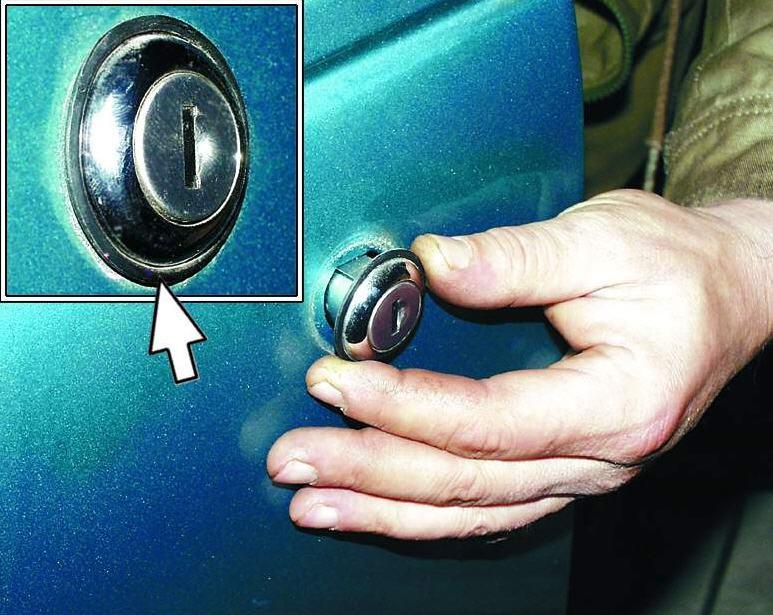 Снятие личинки двери